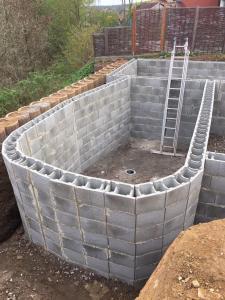 Teichmauer aufgezogen